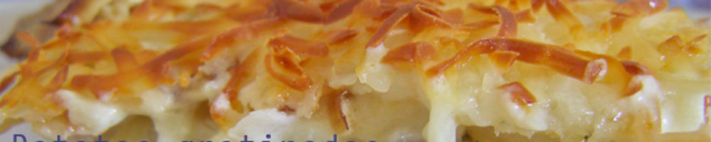 Patatas gratinadas al horno con beicon, cebolla y puerro