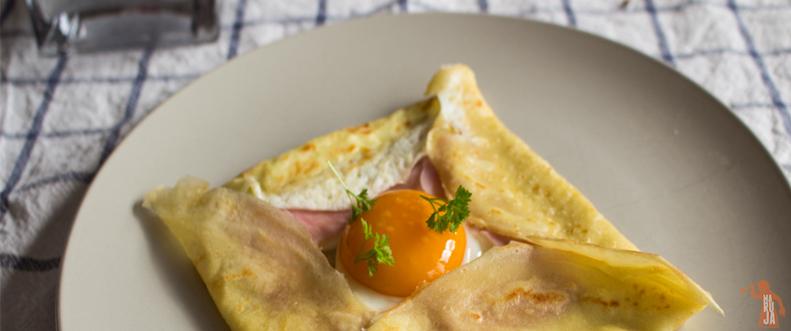 Crêpes de huevo, jamón cocido y queso