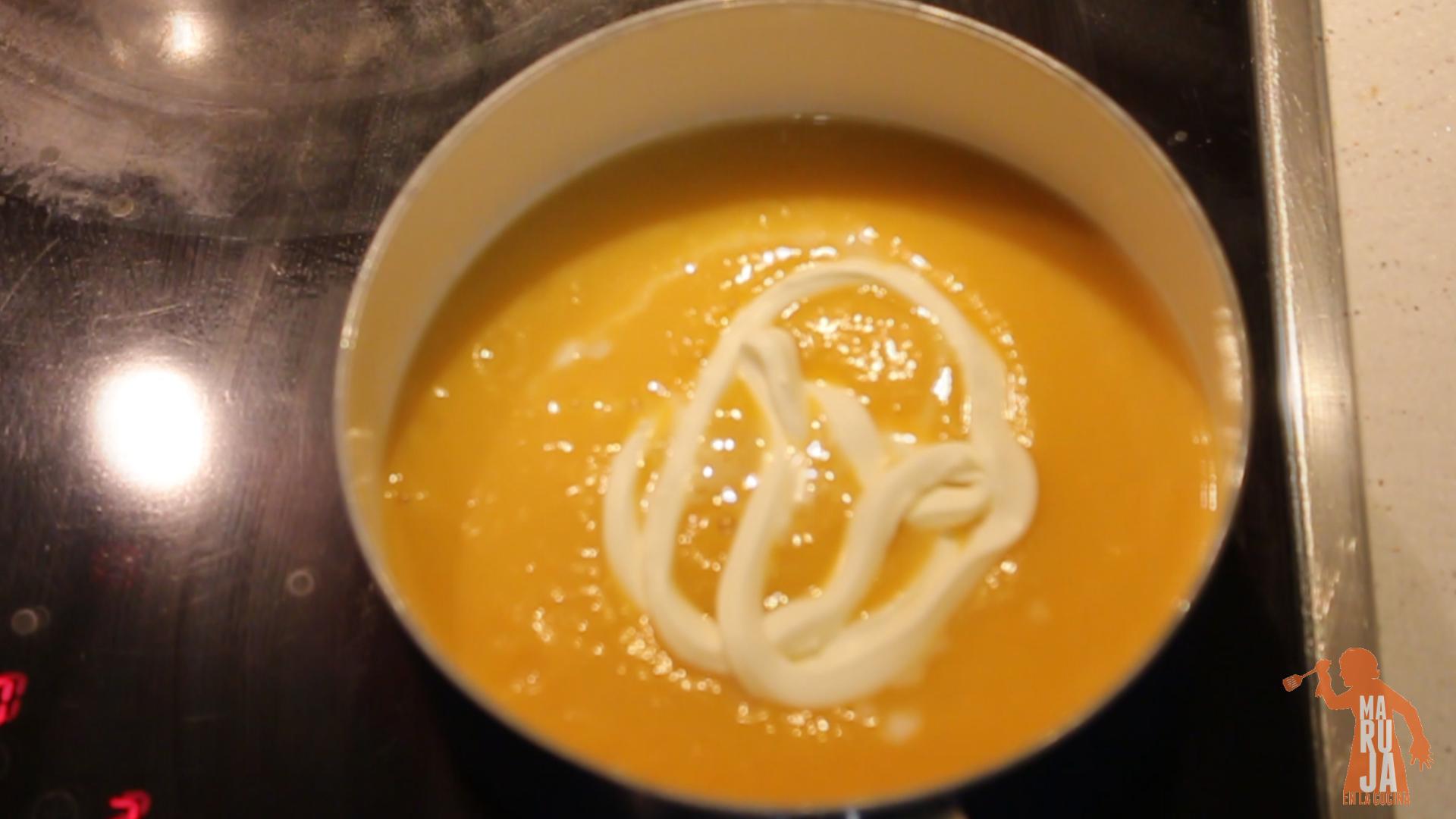 Paso 8 Crema de calabaza: Añadimos la nata